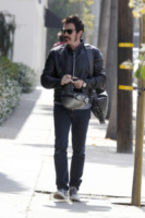 Ewan McGregor - West Hollywood - 21-05-2013 - Baffi a manubrio e capelli nero corvino per Ewan McGregor