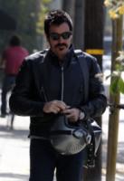 West Hollywood - 21-05-2013 - Baffi a manubrio e capelli nero corvino per Ewan McGregor