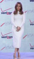 Jennifer Lopez - Las Vegas - 23-05-2013 - Non solo LBD: oggi il tubino è anche bianco!