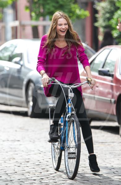 Behati Prinsloo - New York - 22-05-2013 - Dove vai, se la bici (condivisa) non ce l'hai?
