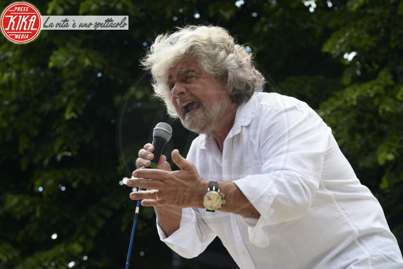 Beppe Grillo - Massa Carrara - 23-05-2013 - Sinistra, destra o centro? Lo schieramento politico dei vip