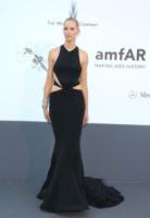 Karolina Kurkova - Cannes - 23-05-2013 - Quando le star ci danno un taglio… allo scollo!