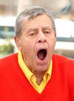 Jerry Lewis - Cannes - 23-05-2013 - Star come noi: come resistere a uno sbadiglio?