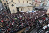 Genova - Genova - 25-05-2013 - Funerali di Don Gallo: il sagrato è rosso