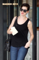 Anne Hathaway - New York - 29-05-2013 - Anne Hathaway si trasferisce dal suo parrucchiere