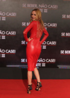 Heather Graham - Rio de Janeiro - 28-05-2013 - Vade retro abito!: Heather Graham in Monique Lhuillier