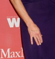Holly Hunter - Century City - 12-06-2009 - Vuoi sapere la vera età delle star? Guarda le loro mani