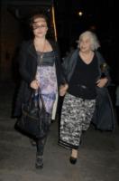 Elena Propper Bonham Carter, Helena Bonham Carter - Londra - 30-05-2013 - Un pugno nell'occhio: Helena Bonham Carter a spasso con mammà
