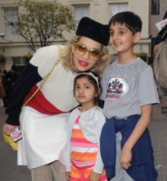 Rita Ora - Londra - 31-05-2013 - Habemus Papam: Rita Ora urbi et orbi