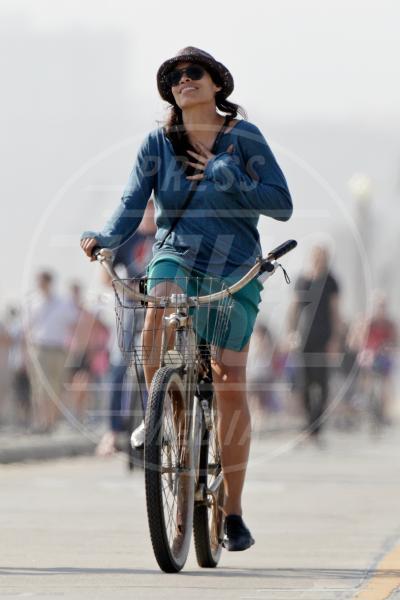Rosario Dawson - Santa Monica - 31-05-2013 - Dove vai, se la bici (condivisa) non ce l'hai?