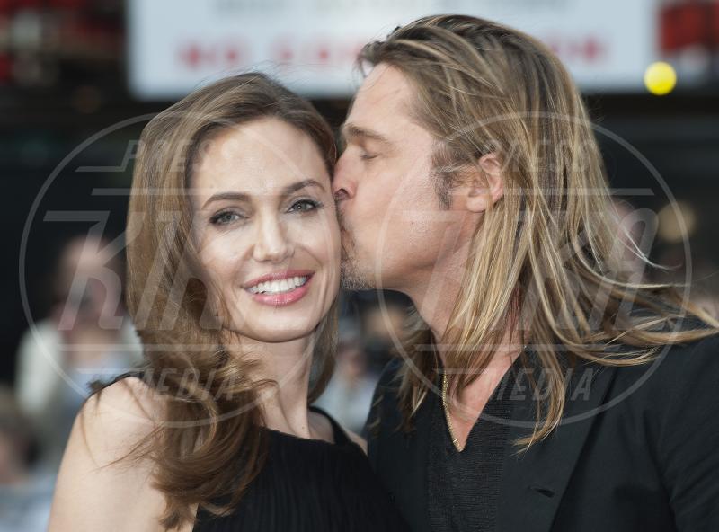 Angelina Jolie, Brad Pitt - Londra - 02-06-2013 - Le partecipazioni? Macchè, I vip preferiscono le nozze segrete