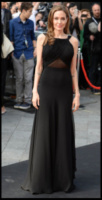 Angelina Jolie - Londra - 02-06-2013 - Vade retro abito!: Angelina Jolie in Yves Saint Laurent