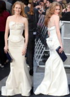 Mireille Enos - Vade retro abito!: Angelina Jolie in Yves Saint Laurent
