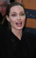 Angelina Jolie - Parigi - 04-07-2013 - Angelina Jolie cuoca d'insetti per la troupe della BBC
