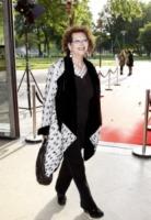 Claudia Cardinale - Parigi - 04-06-2013 - La mantella, intramontabile classico senza tempo