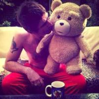 Liam Gallagher - 03-06-2013 - Dillo con un tweet: il lato b della Canalis merita gli applausi
