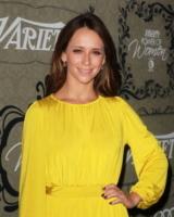 Jennifer Love Hewitt - Beverly Hills - 05-10-2012 - Jennifer Love Hewitt è incinta del suo primo figlio