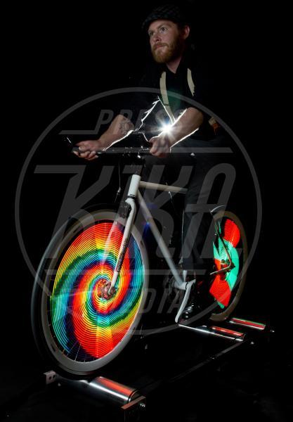 Monkey Light - usa - 06-06-2013 - Monkey light, quando i raggi della bici sono un'opera d'arte