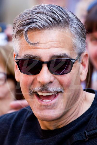 George Clooney - Sussex - 06-06-2013 - Men trends: baffo mio, quanto sei sexy!
