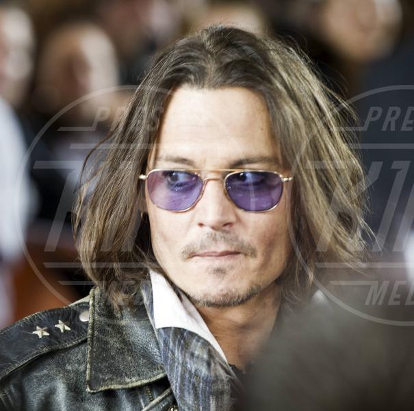Johnny Depp - Toronto - 08-09-2012 - Johnny Depp cade da cavallo sul set di Lone Ranger