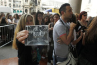 Fan - Milano - 08-06-2013 - I Blue firmano le copie di Roulette a Milano