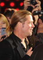 Brad Pitt - Sydney - 09-06-2013 - L'uomo con i capelli lunghi? Meglio con il codino!