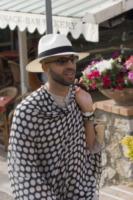 Jonathan Kashanian - Capri - 08-06-2013 - Isola, spunta una luce misteriosa sotto la maglietta di Jonathan