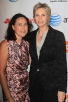 Dr. Lara Embry, Jane Lynch - New York - 18-08-2012 - Jane Lynch e Lara Embry si separano dopo tre anni
