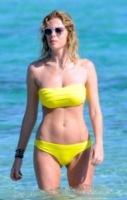 Alessia Marcuzzi - Formentera - 12-06-2012 - A fascia, con volant o cutout: scegli il bikini dell'estate!