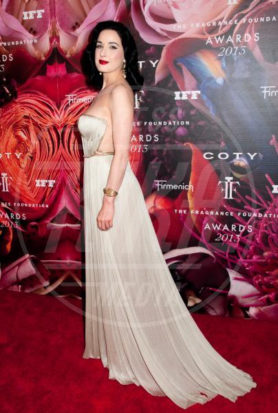 """Dita Von Teese - New York - 12-06-2013 - """"A 40 anni non sei più sexy!"""" Sicura, Miley Cyrus?"""
