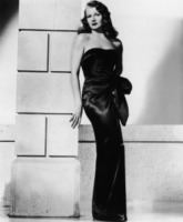 Rita Hayworth - Hollywood - 14-02-1946 - Abusi e molestie: il lato oscuro dell'infanzia dei vip