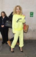 Rita Ora - Londra - 15-02-2013 - Tuta da ginnastica e tacchi alti? C'è chi può!
