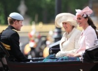 Kate Middleton, Camilla Parker Bowles, Principe Harry - Londra - 15-06-2013 - Trooping the Colour: Kate Middleton con il plaid sulle ginocchia