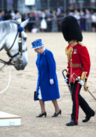 Regina Elisabetta II - Londra - 15-06-2013 - Trooping the Colour: Kate Middleton con il plaid sulle ginocchia