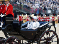 Principessa  Beatrice di York, Principessa Eugenia di York - Londra - 15-06-2013 - Trooping the Colour: Kate Middleton con il plaid sulle ginocchia