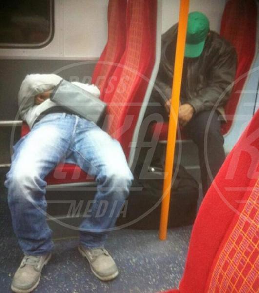 Ubriaco, Pendolare - Los Angeles - 15-06-2013 - Attenti a dormire sui mezzi, thesleepingcommuter vi osserva