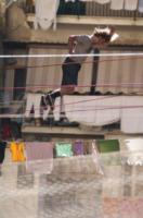 Slackline - Napoli - 14-06-2013 - Gli acrobati Slackline volano tra il bucato di Napoli