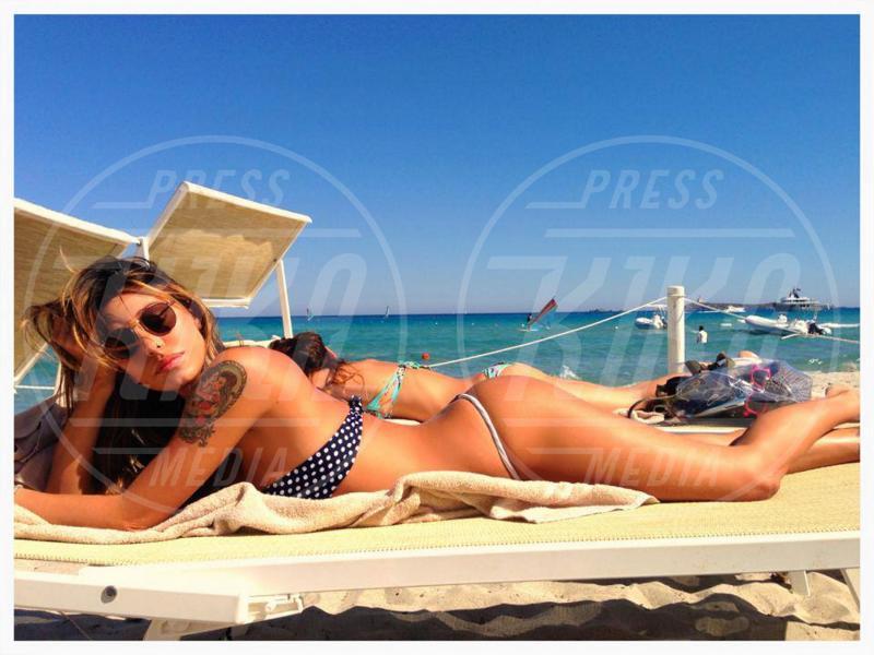 Belen Rodriguez - 16-06-2013 - Dillo con un tweet: Belen Rodriguez, meglio bagnante che mamma