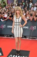 Taylor Swift - Toronto - 16-06-2013 - Bianco e nero: un classico sul tappeto rosso!