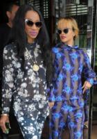 Melissa Forde, Rihanna - Londra - 16-06-2013 - Rihanna e Melissa, amiche per la pelle. Anzi no, per i fiori