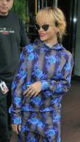 Rihanna - Londra - 16-06-2013 - Rihanna e Melissa, amiche per la pelle. Anzi no, per i fiori