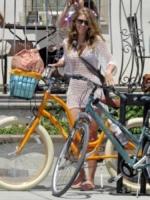 AnnaLynne McCord - Los Angeles - 18-06-2013 -  Dove vai se la bicicletta, trendy, non ce l'hai?