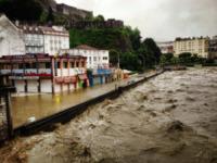 alluvione a Lourdes - Lourdes - 19-06-2013 - Paura alluvione a Lourdes, evacuati 500 pellegrini