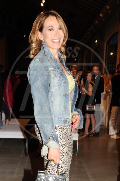 Barbara D'Urso - Milano - 21-06-2013 - Un classico che ritorna: il giubbotto di jeans