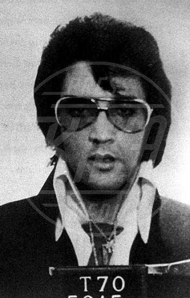 Elvis Presley - Occhiali da sole - Los Angeles - 25-06-2013 - Star e occhiali da sole, legame indissolubile!