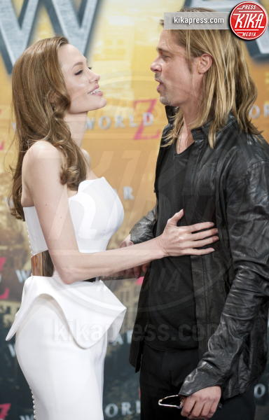 Angelina Jolie, Brad Pitt - Berlino - 04-06-2013 - Ruba gli Ipad nell'auto dei Jolie-Pitt, catturato