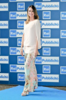 Paola Perego - Roma - 24-06-2013 - In primavera ed estate, mettete dei fiori… sui pantaloni!