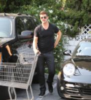 Robin Thicke - Beverly Hills - 01-07-2013 - Star come noi: Robin Thicke è un mammo tuttofare