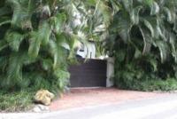 residenza Dolce Far Niente - Miami - 02-07-2013 - Christian Slater, quant'è bello vivere nel Dolce Far Niente