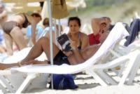 Paolo Bonolis - Formentera - 04-07-2013 - Leggere, che passione! Anche le star lo fanno!